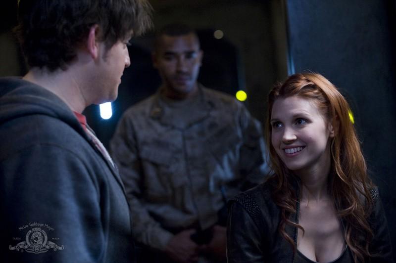 David Blue, Jamil Walker Smith e Julie McNiven nell'episodio Trial and Error di Stargate Universe