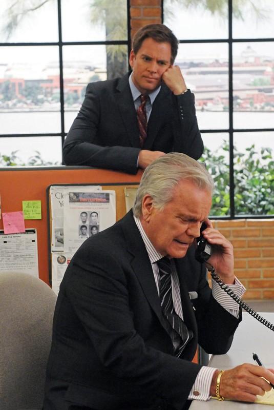 DiNozzo (Michael Weatherly) osserva il padre (Robert Wagner) in Broken Arrow di NCIS