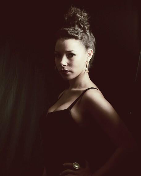 Jessica Parker Kennedy interpreta Beatrice Granville nella serie tv Valemont
