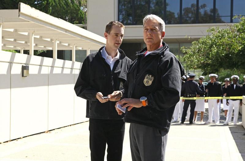 McGee (Sean Murray) parla con Gibbs (Mark Harmon) in Broken Arrow di NCIS: Unità anticrimine