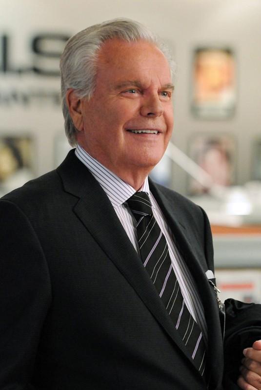 Robert Wagner è Anthony DiNozzo Sr. nell'episodio Broken Arrow di NCIS