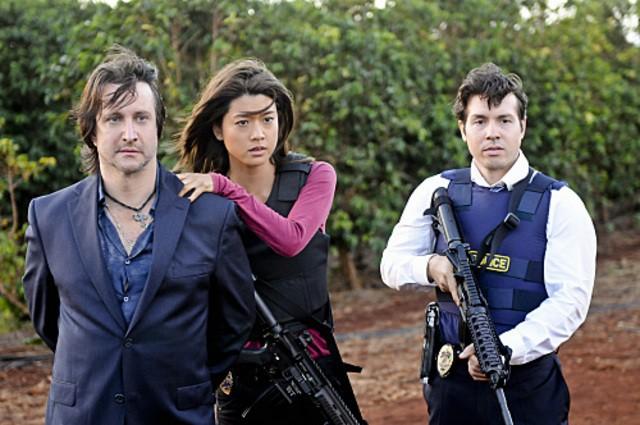 Bronson Pinchot, Grace Park e Jonathan Seda in Hawaii Five-0 nell'episodio Mana'o
