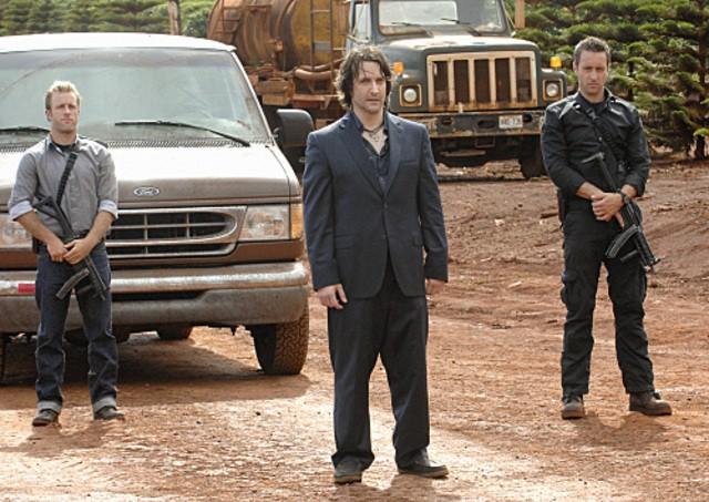 Bronson Pinchot, Scott Caan e Alex O'Loughlin in Hawaii Five-0 nell'episodio Mana'o