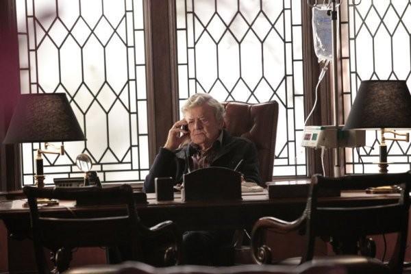 Hal Holbrook in una scena dell'episodio I Know Who You Are di The Event