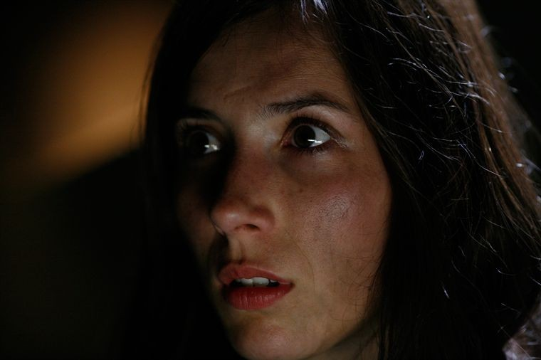 Primo piano di Bárbara Goenaga dal film Le village des ombres