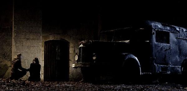 Una prima immagine del film Le village des ombres