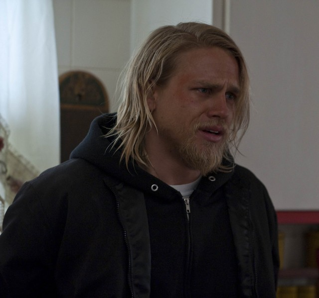 Charlie Hunnam in Sons of Anarchy nell'episodio Mirage