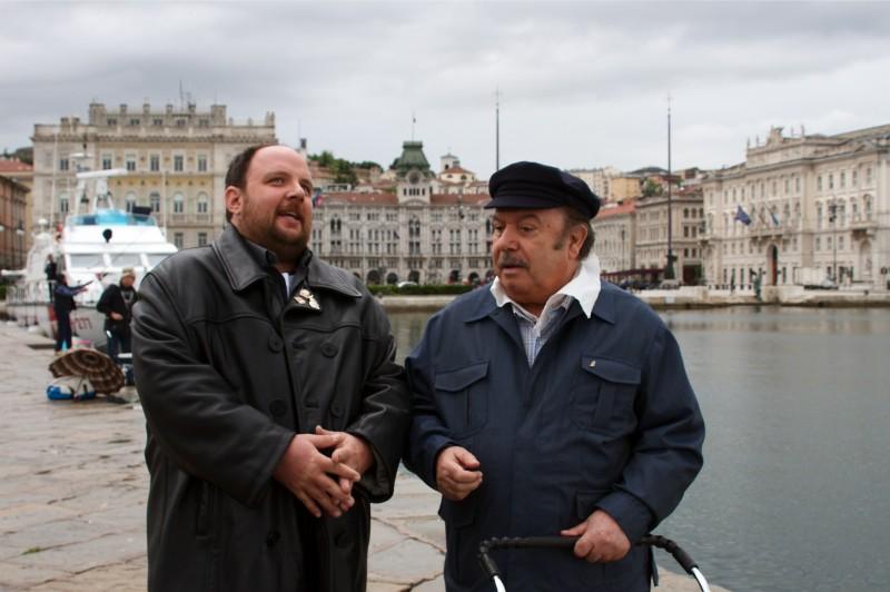 Lino Banfi e Giuseppe Gandini a passeggio nella fiction Tutti i padri di Maria