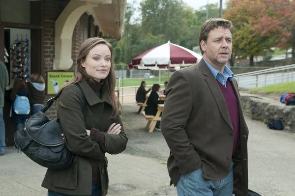 Olivia Wilde con Russell Crowe in una scena del film The Next Three Days