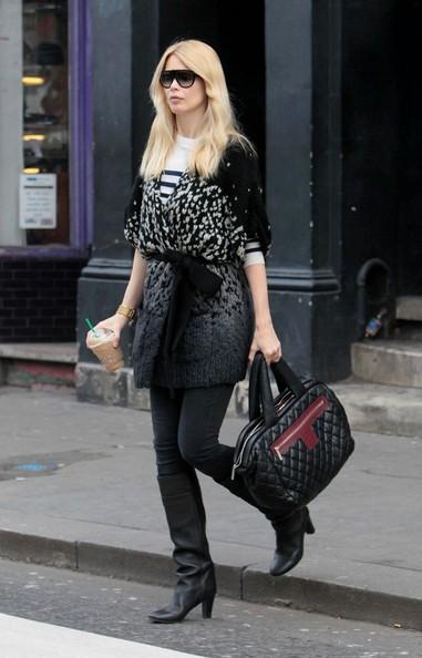 Claudia Schiffer in direzione della scuola del figlio in West London