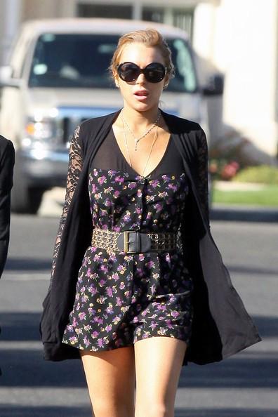 Lindsay Lohan e un amica camminano per strada