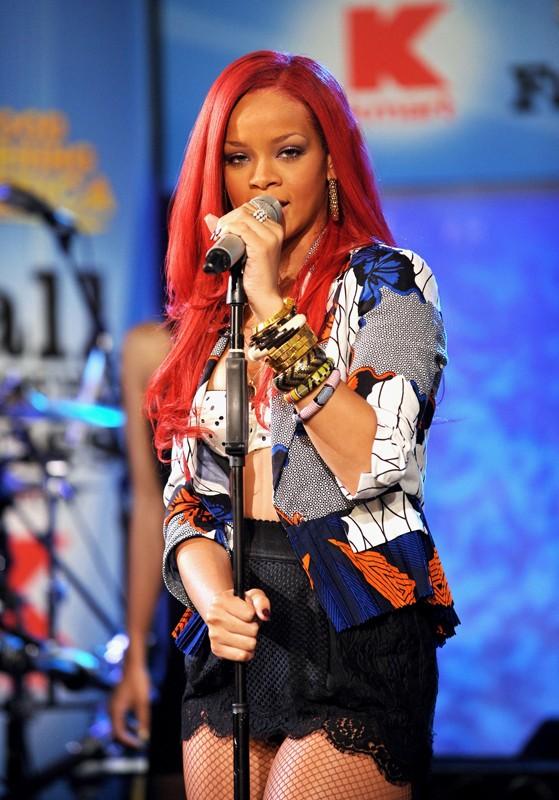 Rihanna durante la performance al programma della ABC: Good Morning America a New York, il 17 Novembre
