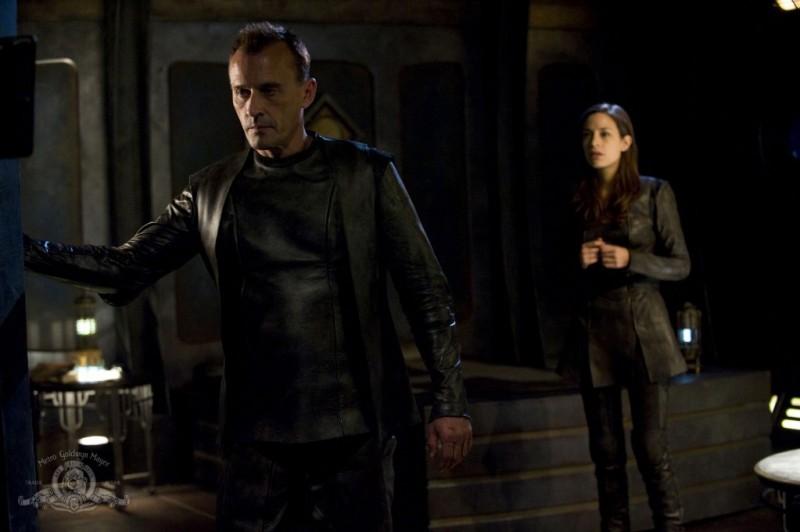 Robert Knepper e Kathleen Munroe nell'episodio The Greater Good di Stargate Universe