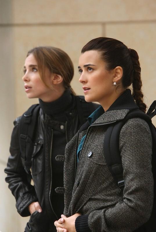 Cote de Pablo e Sarai Givaty  nell'episodio 'Enemies Foreign' della serie NCIS: Unità Anticrimine