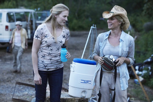 Emma Bell e Laurie Holden nell'episodio Vatos di The Walking Dead