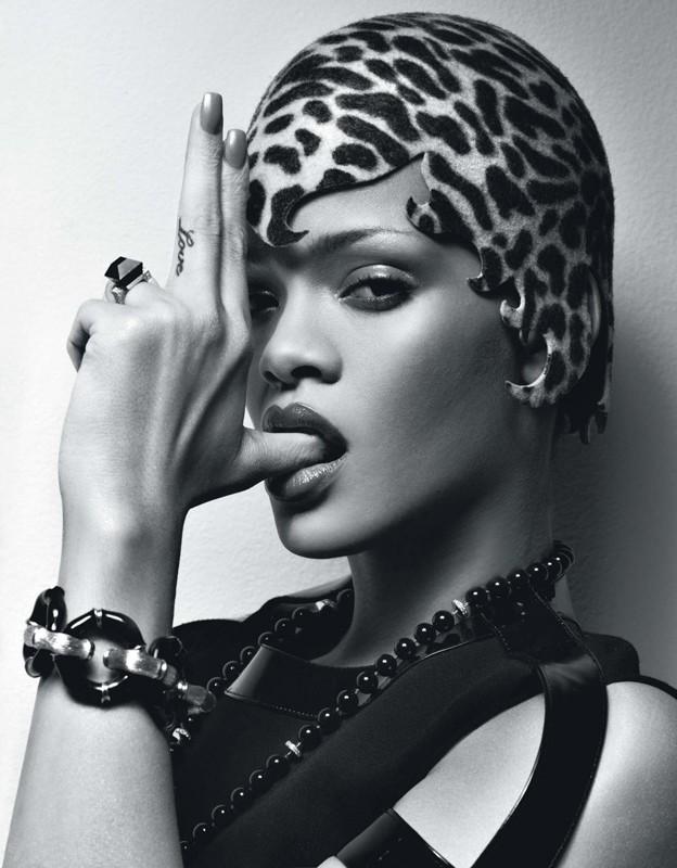 Rihanna in una foto pubblicata dal magazine W (2010)