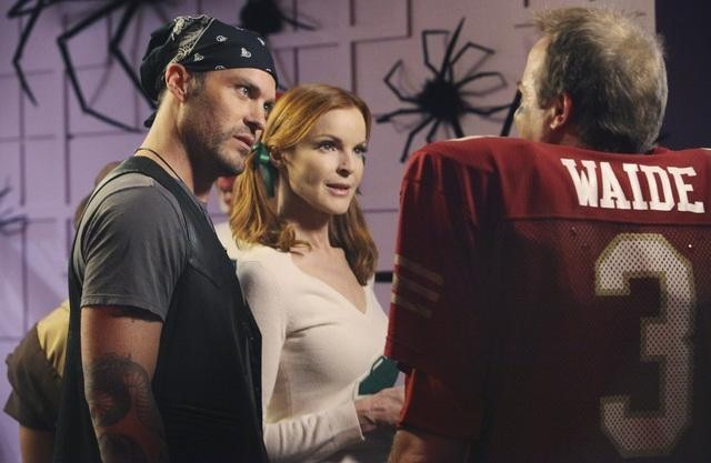 Brian Austin Green, Marcia Cross e Peter Breitmayer nell'episodio Excited and Scared di Desperate Housewives