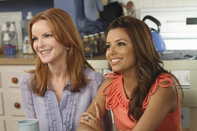 Eva Longoria e Marcia Cross in una scena dell'episodio Remember Paul? di Desperate Housewives