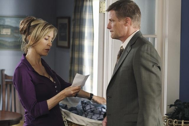 Felicity Huffman e Doug Savant in una scena dell'episodio Truly Content di Desperate Housewives