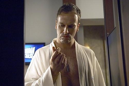 Jonny Lee Miller in una scena dell'episodio 'Teenage Wasteland' di Dexter