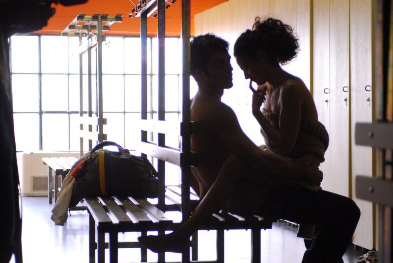 Luca Argentero in una scena calda de film La donna della mia vita