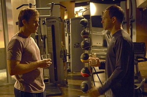 Michael C. Hall e Jonny Lee Miller in una scena dell'episodio 'Teenage Wasteland' di Dexter