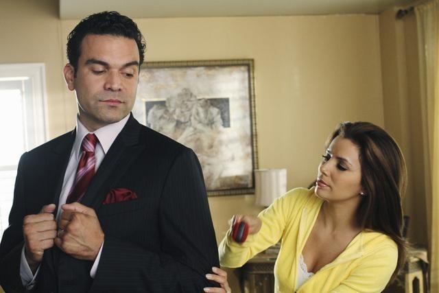 Ricardo Chavira ed Eva Longoria nell'episodio A Humiliating Business di Desperate Housewives
