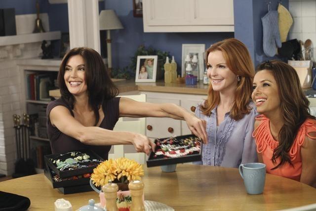 Teri Hatcher, Marcia Cross ed Eva Longoria in una scena dell'episodio Remember Paul? di Desperate Housewives