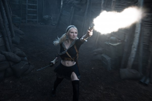 Emily Browning in azione in Sucker Punch