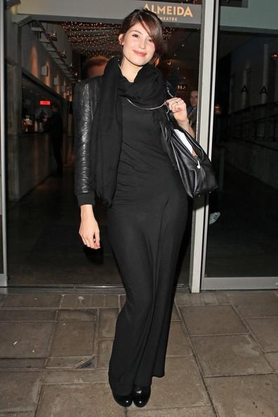 Gemma Arterton lascia l'Almedia Theatre dopo la performance nel suo ultimo spettacolo teatrale: 'The Master Builder' di Londra