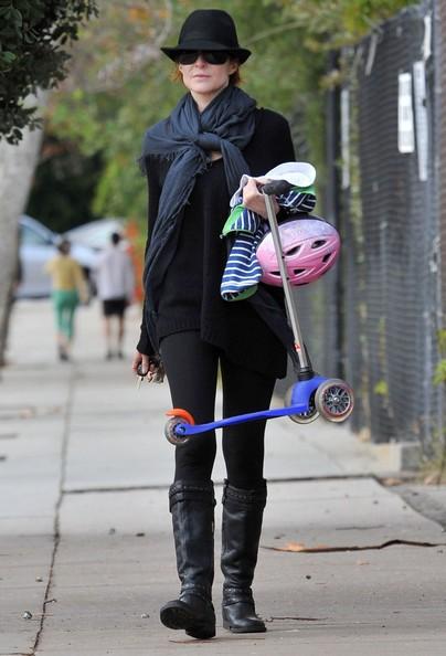 Marcia Cross e suo marito Tom Mahoney portano le loro figlie Eden al parco in Santa Monica