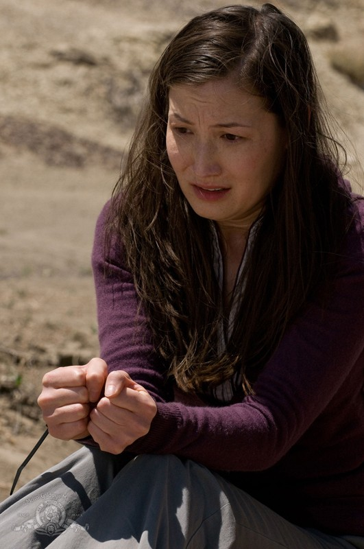 Jennifer Spence legata in una scena dell'episodio Malice di Stargate Universe
