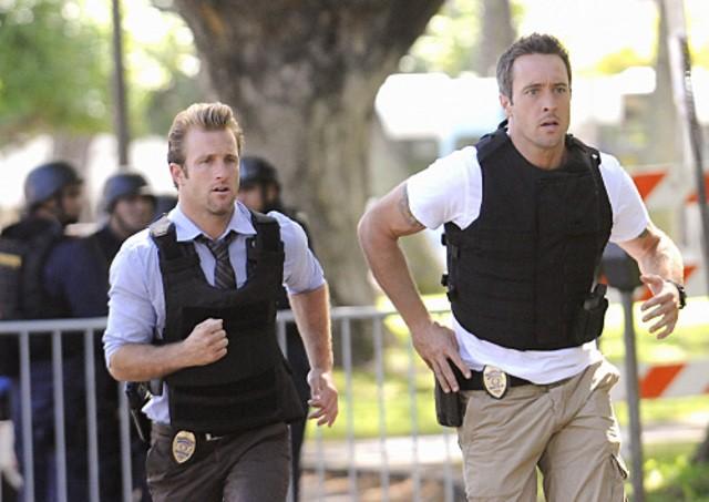 Scott Caan e Alex O'Loughlin in Hawaii Five-0 nell'episodio Hana'a'a Makehewa