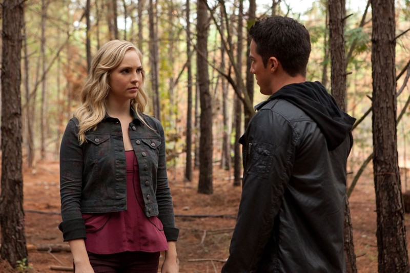 Caroline (Candice Accola) e Tyler (Michael Trevino) in The Sacrifice di Vampire Diaries