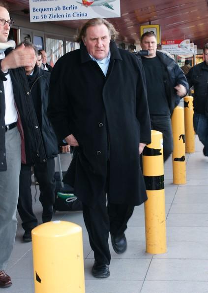 Gerard Depardieu arriva per una presentazione del vino al Berlino Airport