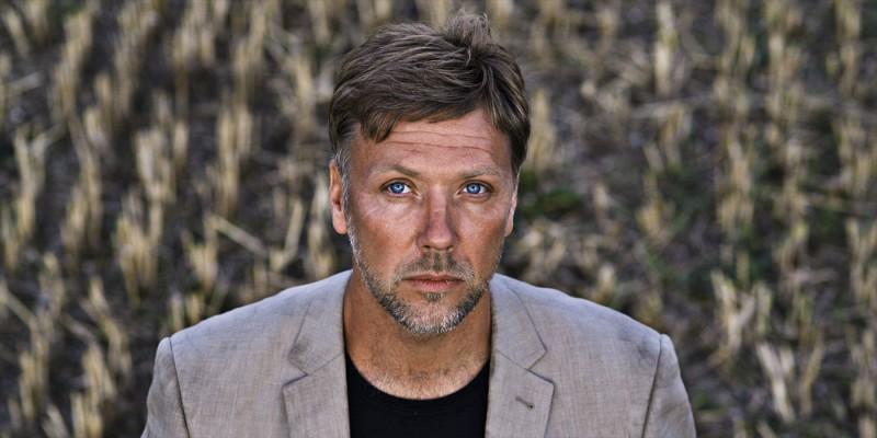 Primo piano di Mikael Persbrandt dal film In un mondo migliore
