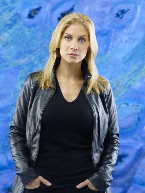 Elizabeth Mitchell è Erica Evans in una immagine promozionale della stagione 2 di V