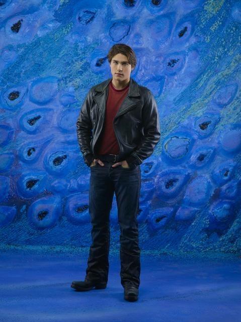 Logan Huffman è Tyler Evans in una immagine promozionale della stagione 2 di V