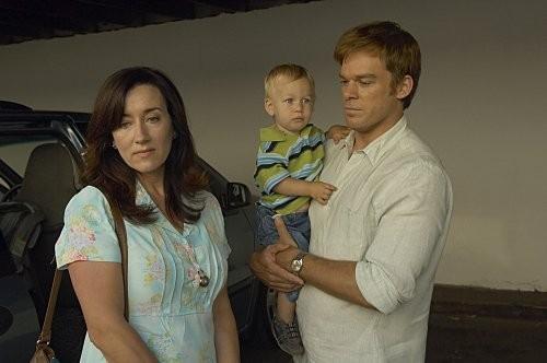 Michael C. Hall e Maria Doyle Kennedy in una scena dell'episodio In the Beginning della quinta stagione di Dexter