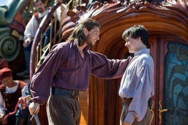 Skandar Keynes e Ben Barnes in una sequenza de Le cronache di Narnia: Il viaggio del veliero