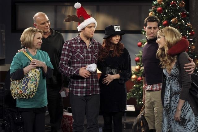 Il cast di Better With You nell'episodio Better With Christmas Crap
