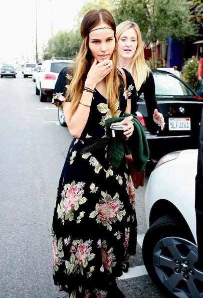 Isabel Lucas pranza con un amica al ristorante Little Next Door in West Hollywood