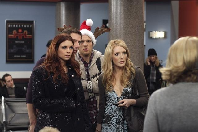 Joanna Garcia, Jake Lacy e Jennifer Finnigan in Better With You nell'episodio Better With Christmas Crap