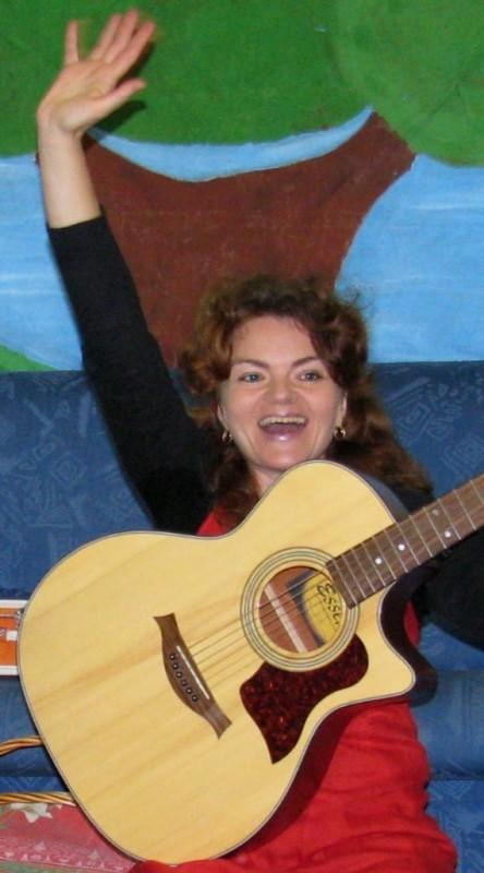 Hanna Igiel durante uno spettacolo per i bambini a Torino