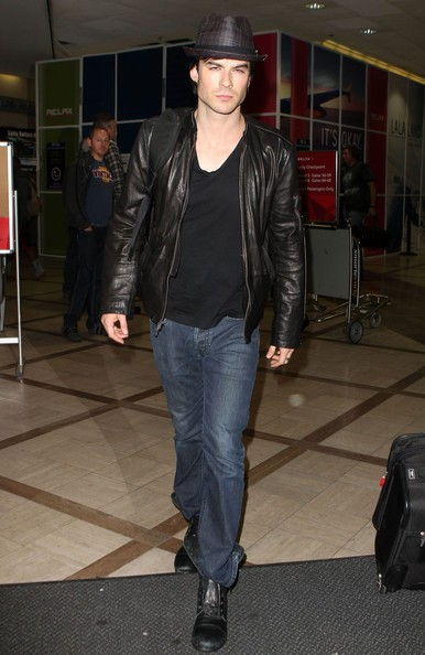 Ian Somerhalder arriva all'aeroporto di Los Angeles