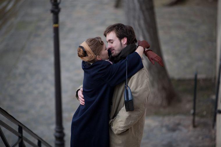 Léa Seydoux e Grégoire Leprince-Ringuet in una scena del drammatico Roses à crédit