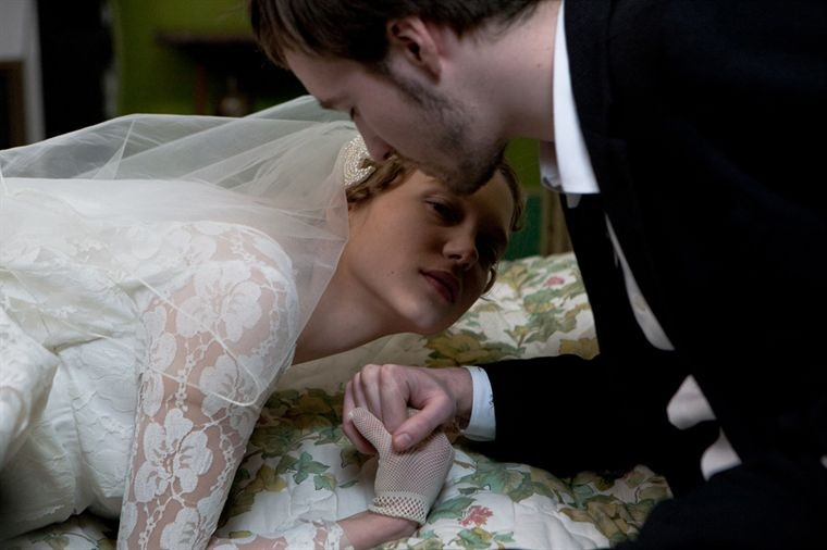 Léa Seydoux e Grégoire Leprince-Ringuet nel film Roses à crédit
