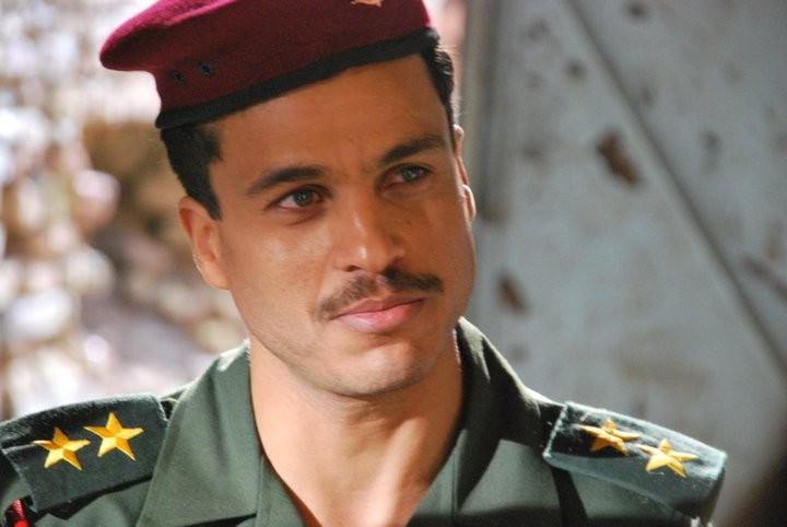 Mohamed Zouaoui in una scena di un film