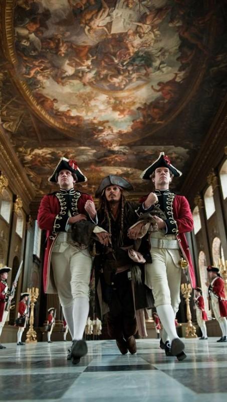 Una scena di Pirati dei Caraibi 4: Oltre i confini del mare che vede protagonista Johnny Depp