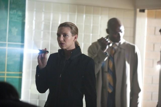 Anna Torv e Lance Reddick nell'episodio Marionette di Fringe